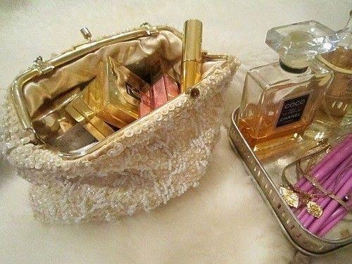 <b>Makeup essentials you must carry</b>