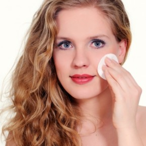 <b>How to remove makeup properly</b>