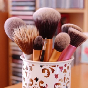 <b>How to clean your makeup brushes</b>