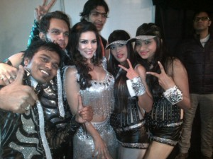 Sunny  LEone with her team/twitter