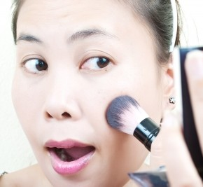 <b>Signs you use too much makeup</b>