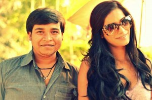 Poonam Pandey with a fan/twitter