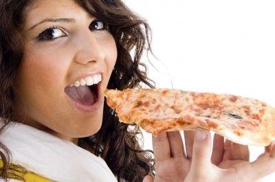 Girl eating pizza/freedigitalphotos