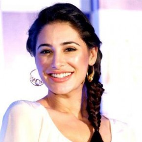 <b>Nargis denies wedding rumours</b>