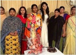 Sherlyn Chopra with ladies/twitter