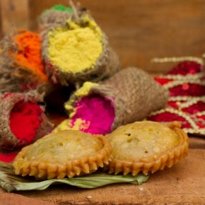 <b>Make yummy Mawa Gujiya this Holi</b>