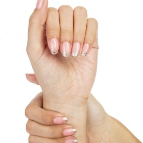 <b>5 rules for longer nails</b>