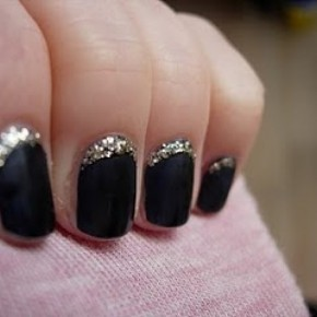 <b>Must try: 5 DIY Nail Art styles</b>