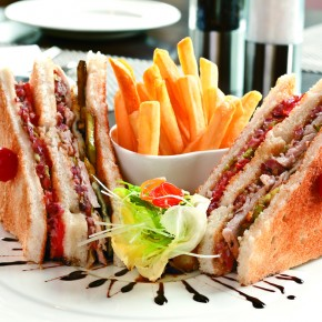 <b>Recipe: Super easy club sandwich</b>