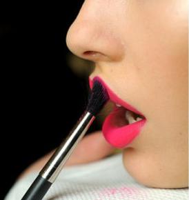 <b>How to make your regular lipsticks matte</b>