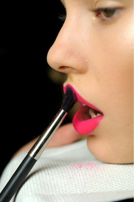 Apply compact on glossy lipstick/weheartit