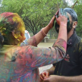 <b>Tips for healthy hair and skin this Holi</b>