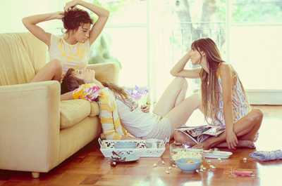 Watching movie with friends/weheartit