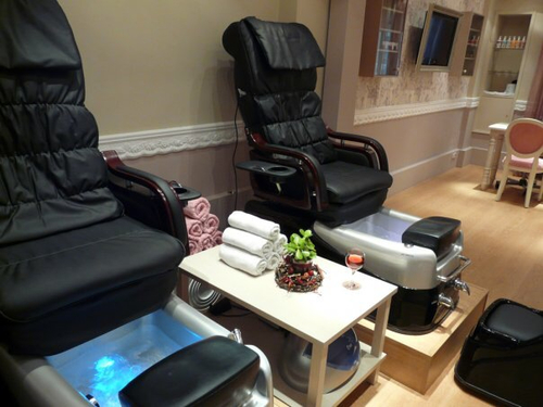 Hit to a salon to beat stress during pregnancy