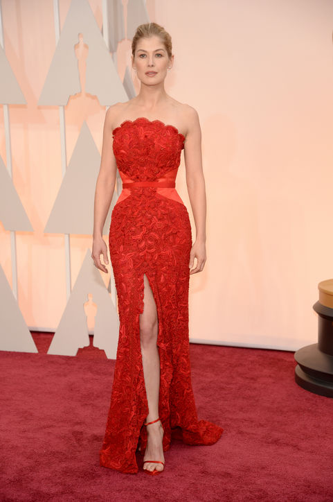 Rosamund Pike&39s perfect red dress highlighted her hourglass ...
