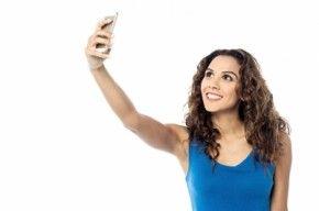 A girl clicking selfie/freedigitalphotos
