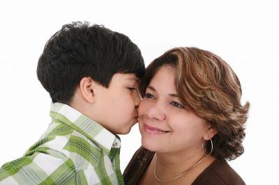 mother and son/freedigitalphotos