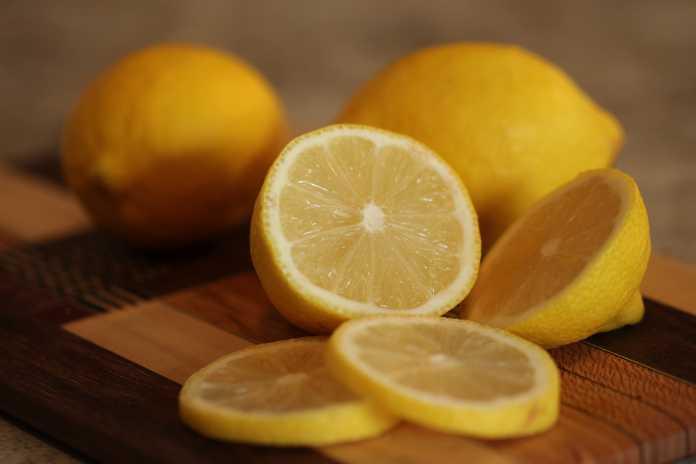 11 Amazing household uses for lemons