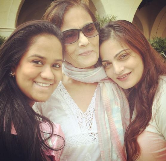 Arpita Khan with sister and mother