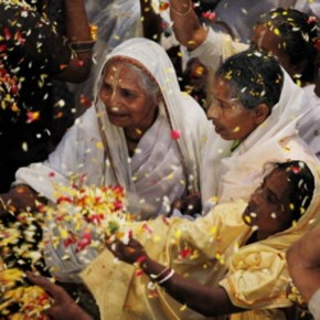 <b>Newly weds call 18,000 widows to their w...</b>