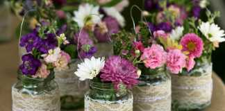 Flower vase: Arrange few articial or dry flowers in the jar and your flower vase is ready.