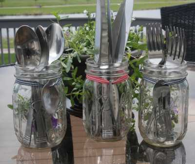 For keeping cutlery: Store all your forks, knives, straws and more in your mason jar for a evening party.