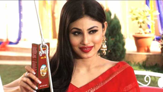 Mouni Roy wearing Jhumki earrings