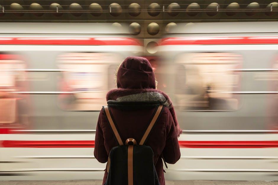 use public transport/ pexel