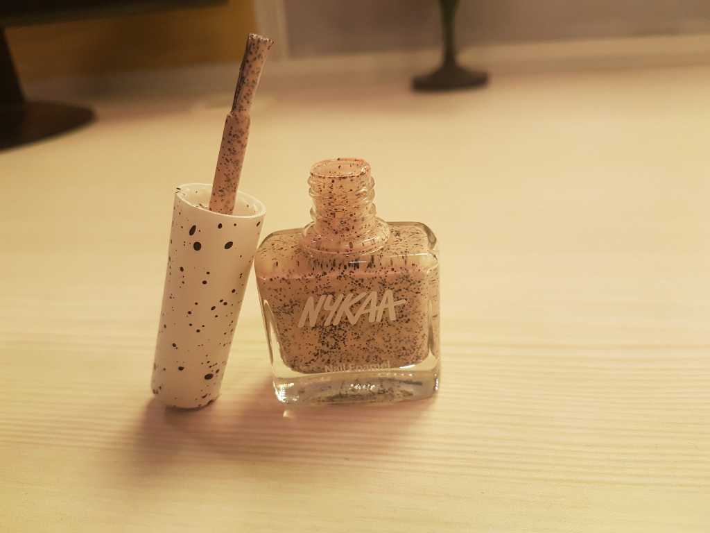 Review Nykaa Cookie Crumble Nail Polish