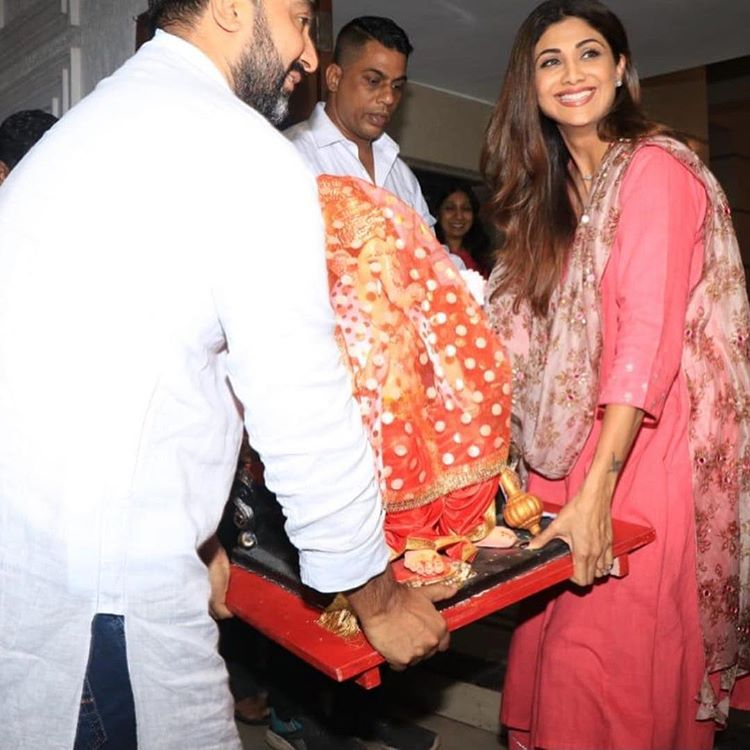 Shilpa Shetty and Raj Kundra bringing home Ganpati Bappa