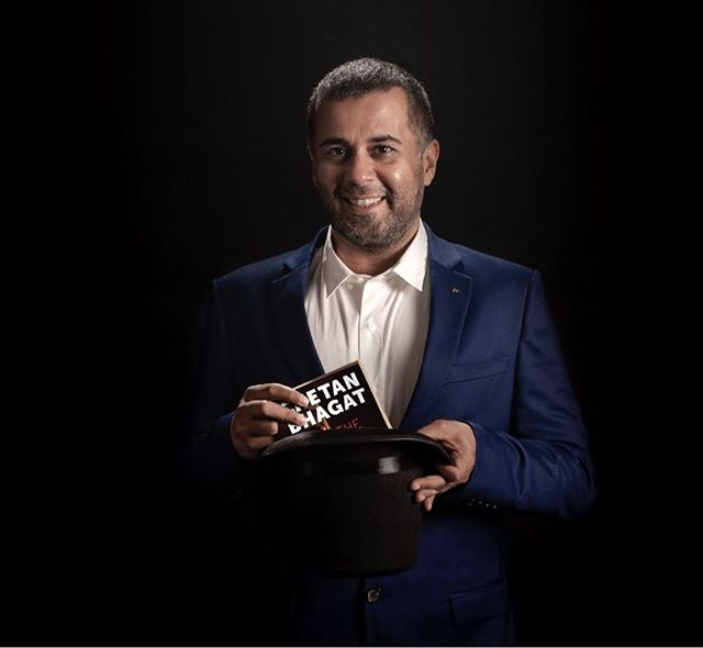 Chetan Bhagat accused of 'trying to woo a girl'