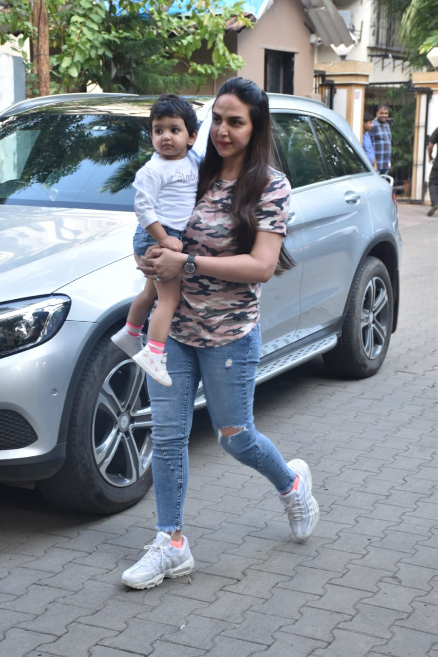 Esha Doel with her daughter